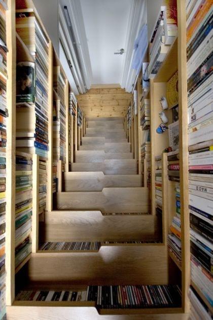 escalera biblioteca apartamento duplex