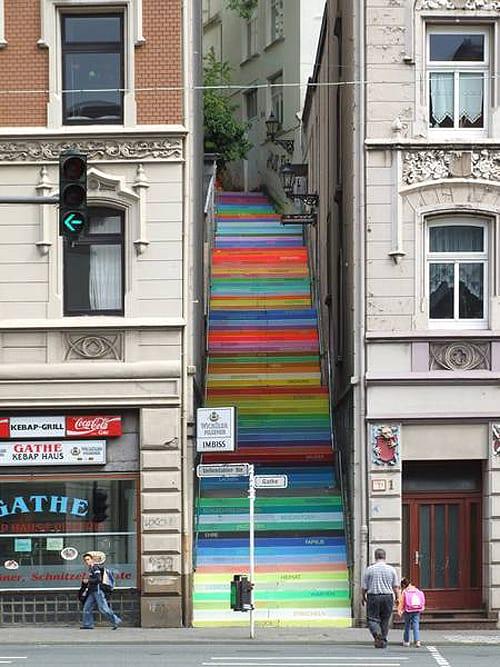 escalera color arte urbano