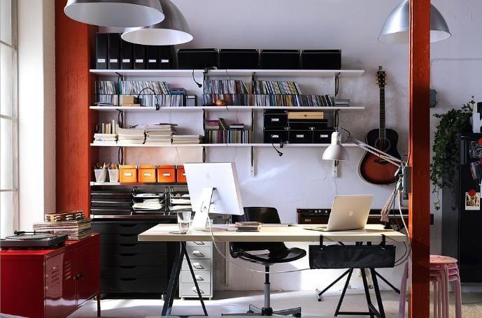 C mo decorar una oficina hogare a for Decoracion estudios despachos