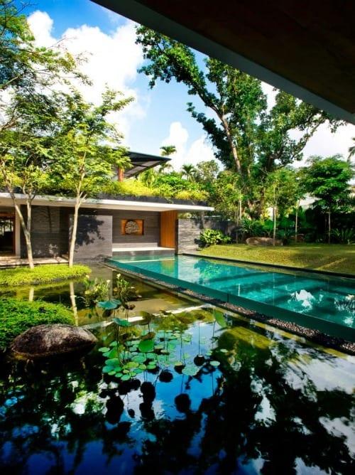 piscina casa de lujo jardines