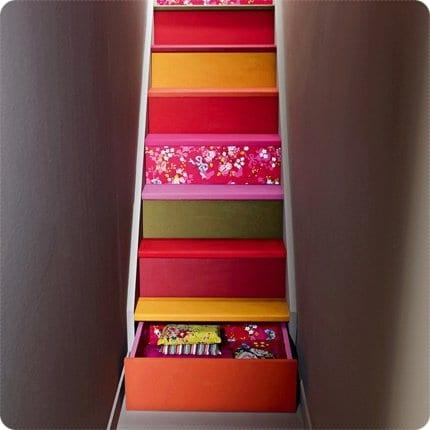 Escaleras coloridas y funcionales
