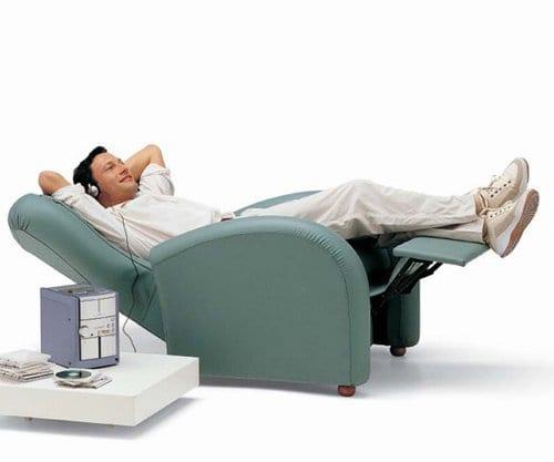 Todo el relax en los sillones con masajes for Sillones electricos ikea