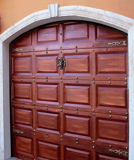 Elegir la puerta del garaje for Puertas de madera para garage