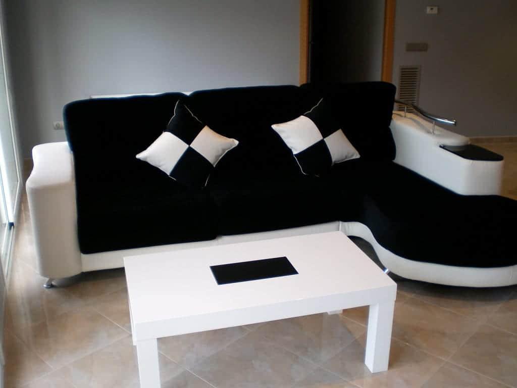 Como decorar con un sof negro - Decoracion salon blanco y negro ...