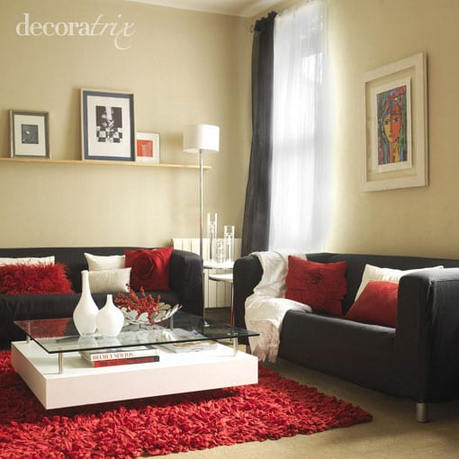 Como decorar con un sof negro for Decoracion de sofas