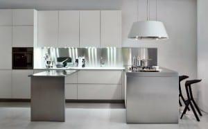 Cocina Elmar: mesa móvil para ahorrar espacio