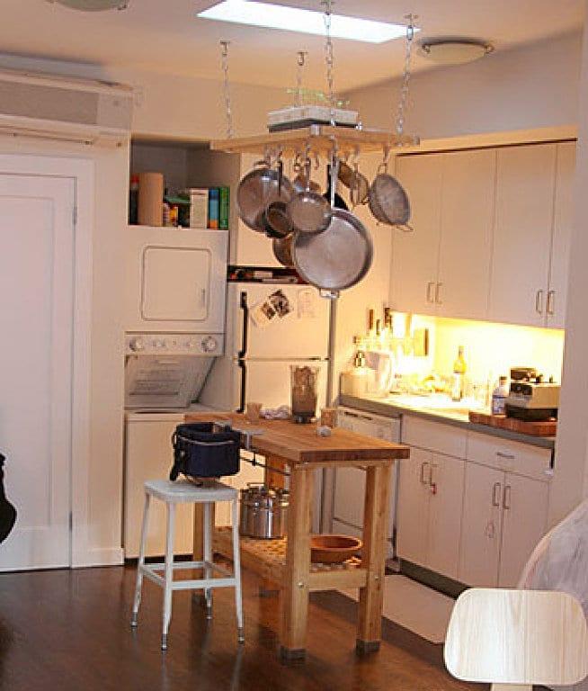 una isla en una cocina pequeña