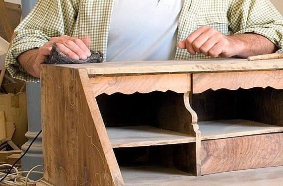 Estilo vintage: como restaurar superficies de madera