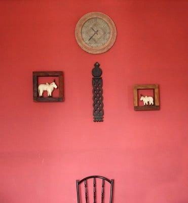 Colgar o asegurar objetos a la pared