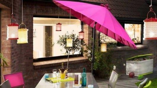 Un paraguas en la noche