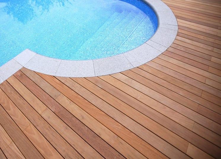 Suelos de madera para exteriores for Suelo exterior piscina