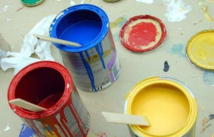 Cómo pintar el techo de azulejos de poliestireno