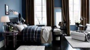 Una habitación con paredes de color azul