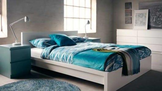 Una habitación en color turquesa