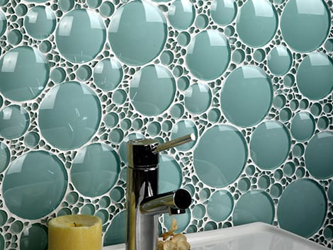 Descubre los mejores acabados para las paredes del baño