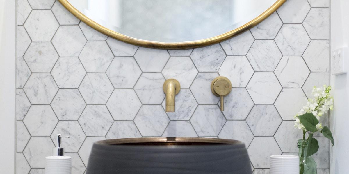 Los azulejos en el baño pueden quedar bien
