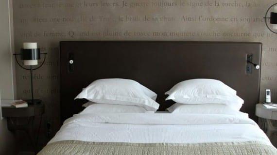 Ideas de iluminación alrededor de la cama