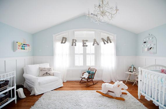 un dormitorio infantil con un solo color