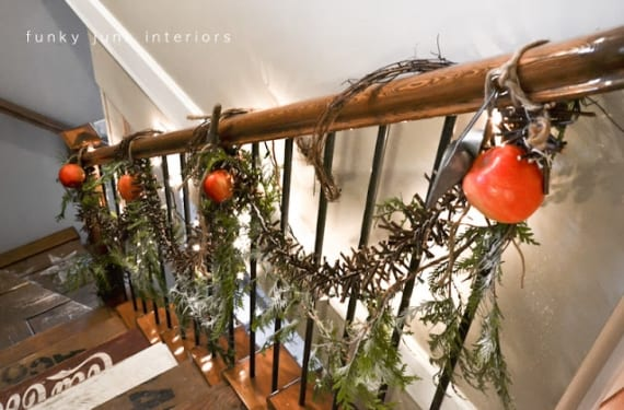 Decoración de escalera navideña