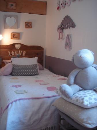 Idea de decoración: habitación de niña acogedora
