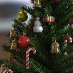 Las bolas de Navidad en el árbol