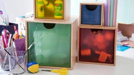 Cuatro cajas para almacenar utensilios de oficina