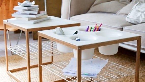 Mesa con espacio integrado para guardar utensilios de escritorio