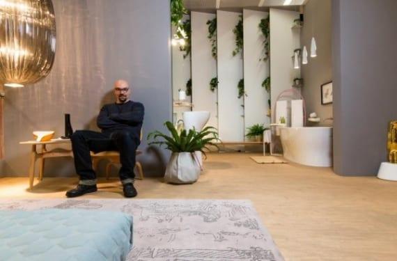 Luca Nichetto en el pabellón que ha creado para Das Haus en la Feria de Colonia