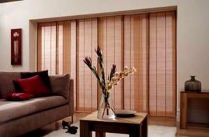 Estores tipo panel japonés en madera