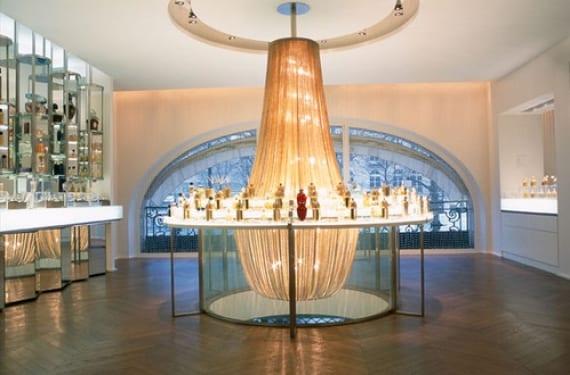 Diseño de la tienda de perfumes Guerlain en París