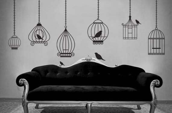 Jaulas de pájaros pintadas sobre la pared