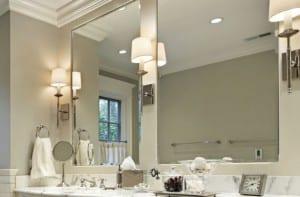 Espejo iluminado con apliques tradicionales
