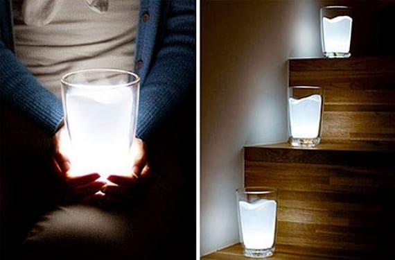 Escalera iluminada con vasos