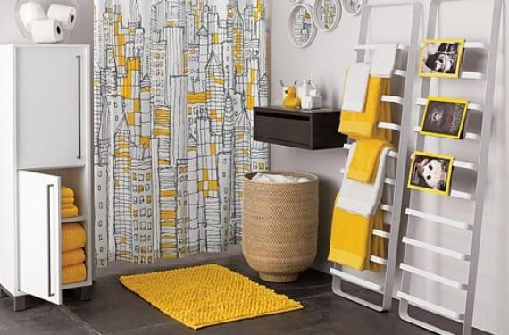 Baño en amarillo y gris