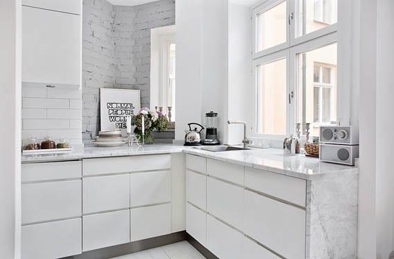 Paredes de ladrillos en la cocina