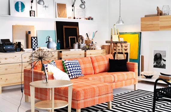 Sofá de colores en naranja
