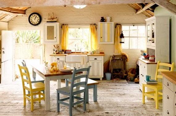 Cocinas rústicas con toque de color