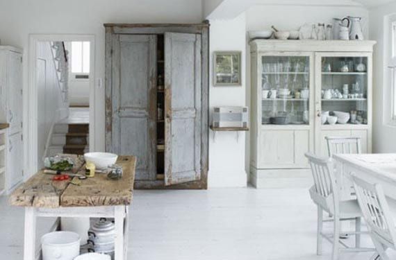 Cocinas blancas y rústicas