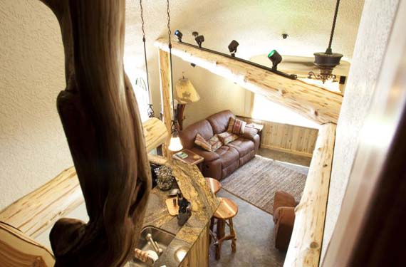 casa-hobbit-decorada-en-madera
