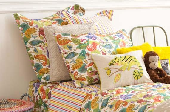 Dormitorio primaveral con estampados