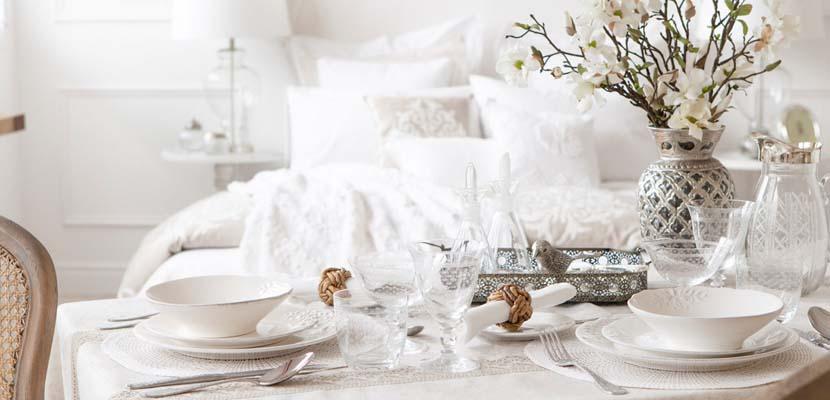 Zara Home con un dormitorio en blanco
