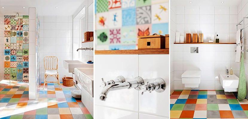 Baño con baldosas multicolor