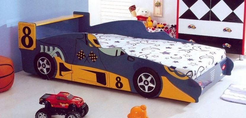 Camas infantiles en forma de coches