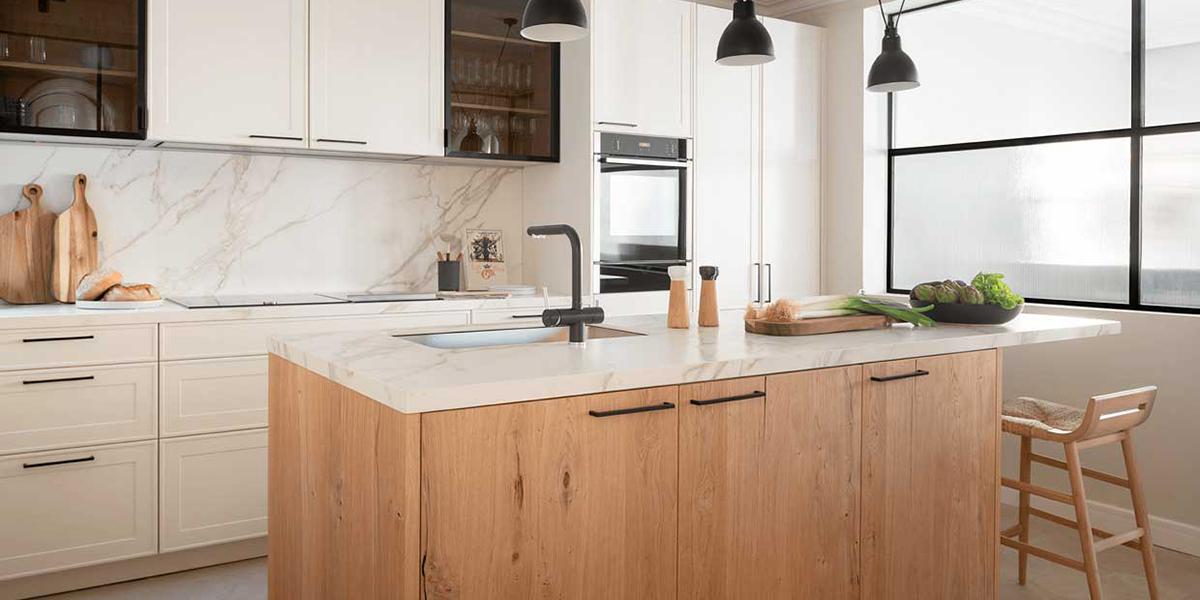 Isla de madera actual para la cocina