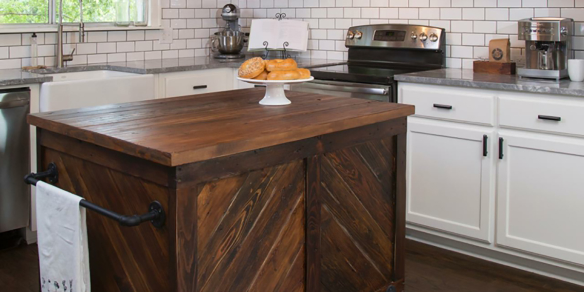 Práctica isla de cocina en madera de tamaño pequeño