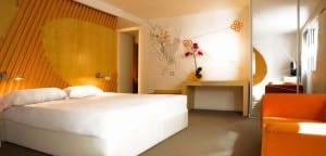 Dormitorio naranja