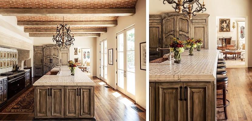Cocinas rústicas con muebles envejecidos