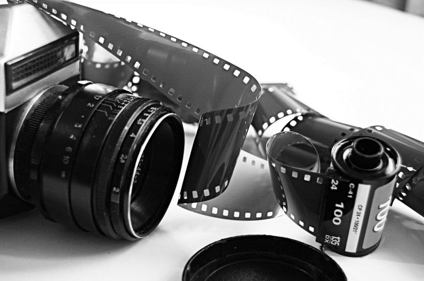 macchina fotografica e rullini
