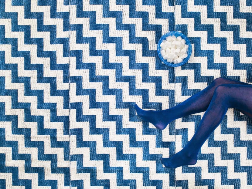 alfombra geometrica azul
