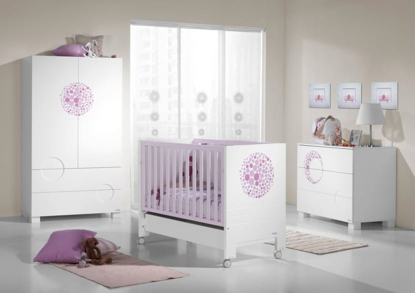 habitacion bebe blanco lila